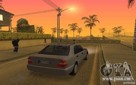 Mercedes Benz C220 pour GTA San Andreas vue de côté