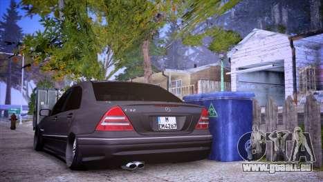 Mercedes-Benz C32 AMG pour GTA San Andreas laissé vue