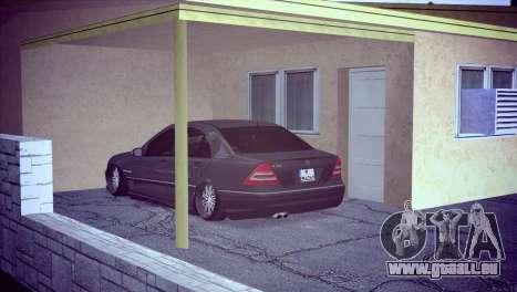 Mercedes-Benz C32 AMG pour GTA San Andreas vue de droite
