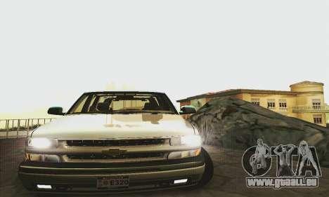 Chevrolet Suburban SAPD FBI pour GTA San Andreas sur la vue arrière gauche