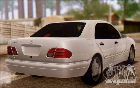 Mercedes-Benz E420 v2.0 pour GTA San Andreas sur la vue arrière gauche
