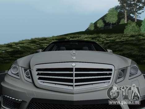 Mercedes-Benz E63 AMG pour GTA San Andreas vue de côté
