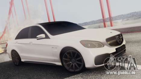 Mercedes-Benz E63 AMG PML Edition pour GTA San Andreas salon