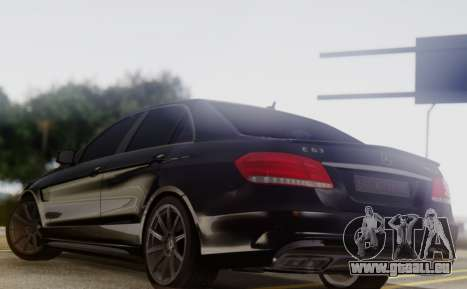Mercedes-Benz E63 AMG PML Edition pour GTA San Andreas sur la vue arrière gauche