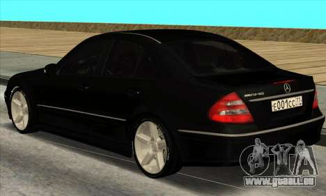 Mercedes-Benz E55 W211 AMG für GTA San Andreas zurück linke Ansicht