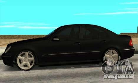 Mercedes-Benz E55 W211 AMG pour GTA San Andreas laissé vue