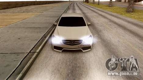 Mercedes-Benz E63 v.2 pour GTA San Andreas vue intérieure