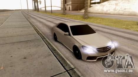 Mercedes-Benz E63 v.2 pour GTA San Andreas laissé vue
