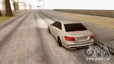 Mercedes-Benz E63 v.2 pour GTA San Andreas vue de droite
